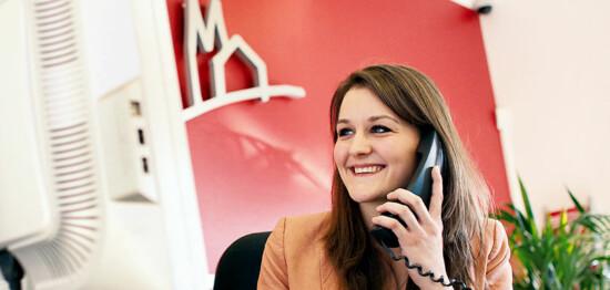 GAG Köln: GAG Mitarbeiterin am Telefon